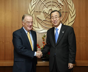 Jorge Sampaio na ONU [UN Photo/Mark Garten; Secretary-General Ban Ki-moon meets with Jorge Sampaio, High Representative of the Alliance of Civilizations; Location: United Nations, New York Date: 28 September 2007]